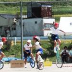 小学生の一輪車、上手に乗りこなしていました