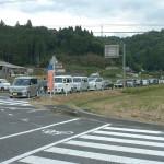 駐車場から溢れた車がこんなに並ぶのは始まって以来の事